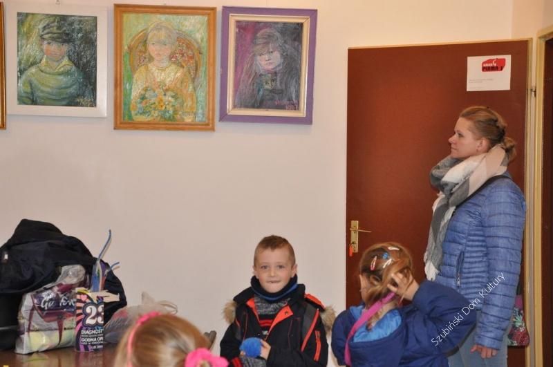 Kolejni goście zwiedzali wystawę