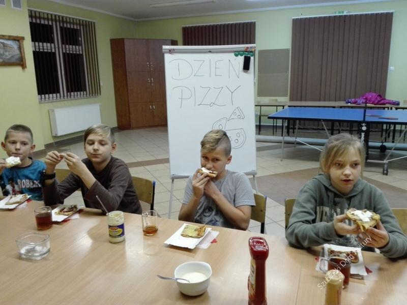 Pizza w świetlicy w Turze
