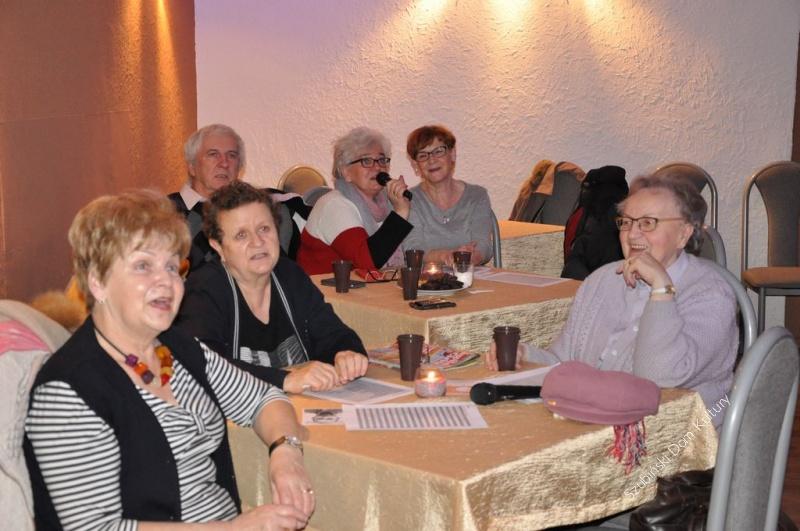 Mikołajkowe karaoke dla Seniorów
