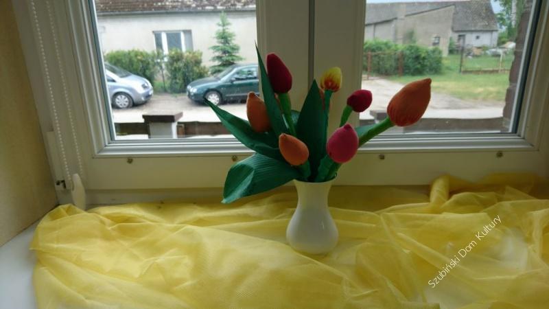 Przygotowania do Dnia Mamy w świetlicy w Wąsoszu