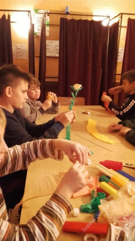 Kolejne zajęcia rękodzielnicze dla dzieci i młodzieży w Samoklęskach Dużych
