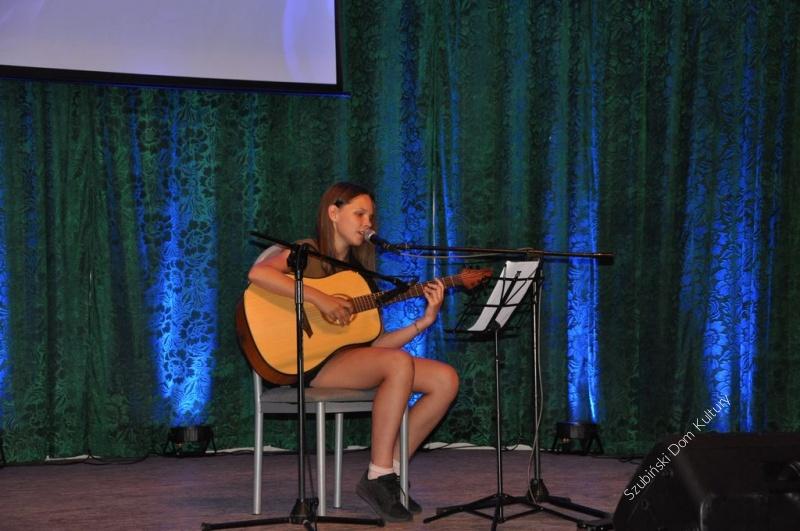Gitarowe zakończenie roku dzieci i młodzieży w SzDK