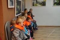 Dzieci zwiedzały wystawę obrazów