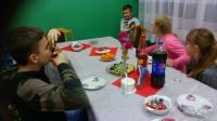 Przedświąteczne przygotowania w świetlicy w Dąbrówce Słupskiej