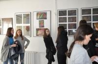 Lekcja sztuki nowoczesnej w galerii